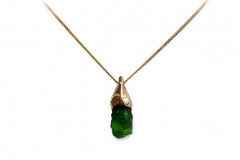 chrome-diopside-yellow-gold-pendant