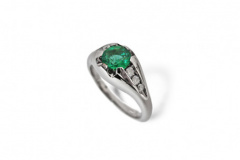 emerald-and-diamond-engagement-ring